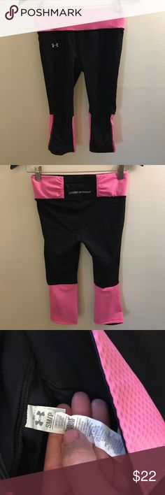 Under Armour Women's Capris- Small- Pink/Black Under Armour Women's Capris- Small- Pink/Black - Excellent Condition Under Armour Pants Capris