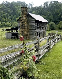 The ruins of an old fashioned house and barn shed in rural North Carolina. Country Barns, Old Barns, Country Living, Country Roads, Country Farmhouse, Modern Farmhouse, Abandoned Houses, Abandoned Places, This Old House