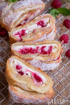 Raspberry Cheesecake Danish - Puff pastry braid filled with cheesecake and raspberries is impressive as it is easy to make. Raspberry Desserts, Raspberry Cheesecake, Köstliche Desserts, Homemade Desserts, Delicious Desserts, Dessert Recipes, Yummy Food, Raspberry Pastry Recipes, Raspberry Danish Recipe