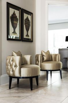 An inspirational luxury accent chair that makes an impact in this luxury entrance. Luxury Home Furniture, Luxury Homes Interior, Living Furniture, Home Decor Furniture, Living Room Decor, Diy Home Decor, Furniture Design, Home Interior Design, Modern Furniture