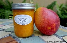 mango jam Jelly, less sugar. can canning canned. Mango Jelly, Mango Jam, Mango Sorbet, Mango Smoothies, Mango Recipes, Jam Recipes, Canning Recipes, Fruit Recipes, Uses For Mason Jars