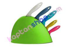 Hoş tasarımlı bir bıçaklık seti. 5 adet bıçak kapasitesi bulunmaktadır. Plastic Cutting Board, Kitchen, Cooking, Kitchens, Cuisine, Cucina
