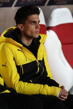 Dortmund's Spanish defender Marc Bartra looks on from the substitutes' bench prior to the UEFA Champions League football match AS Monaco vs Borussia Dortmund on April 19, 2017 at the Louis II stadium in Monaco. .Bartra needed surgery on a broken wrist suffered in the bomb attack on the Dortmund team's bus a week ago. / AFP PHOTO / Valery HACHE