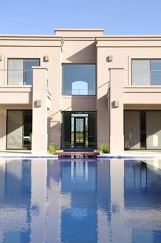 detalle fachada: Casas de estilo Clásico por Parrado Arquitectura