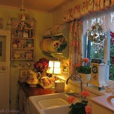 Granny pods kitchen Best Granny Chic Home Decor Ideas Picture 60 Cozy Kitchen, Shabby Chic Kitchen, Shabby Chic Decor, Kitchen Lamps, Vintage Kitchen, Kitchen Ideas, Küchen Design, House Design, Interior Design
