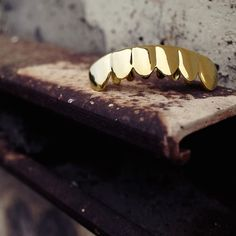 Gold Plain Bottom Grillz are available on our website! Use code GIFT25 to get 25% off all non sale items