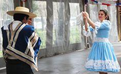 Alumnos de Casa Central de la Universidad Bernardo O'Higgins compartieron de un Esquinazo en honor a Fiestas Patrias.