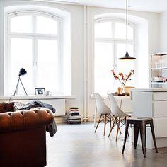 Salotto e zona cucina in stile #Nordic - Cogal Home  zuni/sgabello