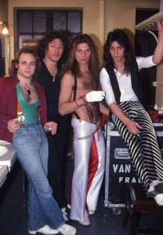 Michael Anthony, Alex Van Halen, David Lee Roth and Eddie Van Halen of the rock and roll band 'Van Halen' pose for a portrait session backstage at the Mason Temple Theatre on May 1979 in Detroit, Michigan. Eddie Van Halen, Alex Van Halen, Rock And Roll Bands, Rock N Roll Music, Rock Bands, Dave Grohl, Gibson Les Paul, Elvis Presley, Outlander