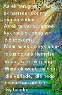 Ons Hemelse Vader hou die verlede hede en toekoms in Sy hande. Christian Messages, Christian Quotes, Positive Thoughts, Positive Quotes, Beautiful Quotes Inspirational, Mourning Quotes, Afrikaanse Quotes, Scrapbook Quotes, Bible Prayers