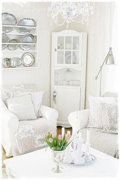 valkoinen sisustus,sohvatuoli,sohva,olohuone,lasivitriini