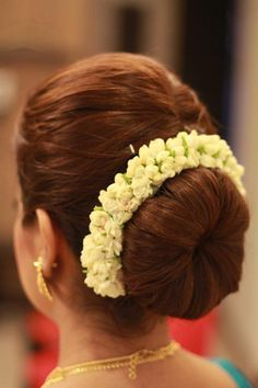 Best Long Hairstyles Easy Updos For Medium Layer Bridal Hairstyle Indian Wedding, Bridal Hair Buns, Bridal Hairdo, Hairdo Wedding, Indian Bun Hairstyles, Saree Hairstyles, Formal Hairstyles, Easy Hairstyles, Front Hair Styles