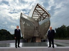 Bernard Arnault and Frank Gehry in front of the building © Todd Eberle, 2014