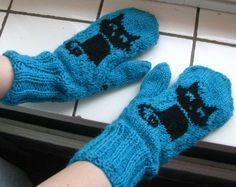 Kissa lapaset <3 Värillä ei oo väliä ^_^ Knit Mittens, Hand Warmers, Knit Crochet, Gloves, Socks, Knitting, Winter, Crocheting, Crafts