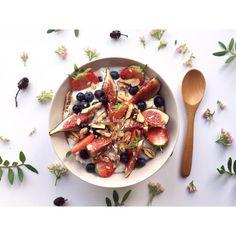Sunday's #Healthy#healthyfood#homemade#food#flatlay#breakfast#Sunday#granola#skyr#fresh#autumn#fruit