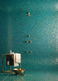 TILE - BATHROOM Love this blue glass mosaic tile look for our ensuite shower (this tile Mixed Pacific Blue Glimmer Glass shower tile) Tuile Turquoise, Turquoise Tile, Turquoise Bathroom, Bathroom Colors, Green Turquoise, Blue Green, Design Bathroom, Bathroom Interior, Aqua Blue