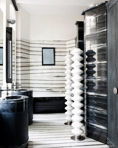 Home Decoration Ideas Creative Black and white bathroom with marble tub--that is all manner of awesome craziness.Home Decoration Ideas Creative Black and white bathroom with marble tub--that is all manner of awesome craziness. Shower Stall Kits, White Marble Bathrooms, Bathroom Renos, Bathroom Ideas, Washroom, Small Bathroom, Colorful Bathroom, Master Bathroom, Bad Styling