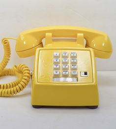Vintage Desk Telephone - Banana Yellow by American Telephone. THIS is now considered vintage? I officially feel ancient. Gran Hotel Budapest, Yellow Home Decor, Vintage Phones, Old Phone, Healthy Living Magazine, Mellow Yellow, Color Yellow, Bright Yellow, Shades Of Yellow