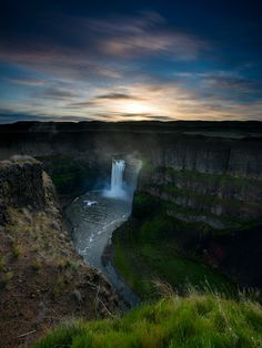 Palouse Falls Sunrise - Photograph at BetterPhoto.com Photo by Eric Reese