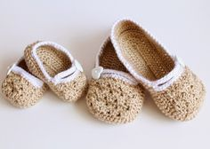 Simple Crochet and Crafts: Mommy - Daughter Matching Slippers (Crochet Pattern): Baby Shower Gift Crochet Socks, Crochet Baby Booties, Crochet Clothes, Knit Crochet, Cute Slippers, Baby Slippers, Knitted Slippers, Bedroom Slippers, Free Form Crochet