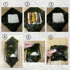 Les onigiri おにぎり sont la réponse japonaise au sandwich! Une boule (ou un triangle) de riz fourré à la prune salée, aux algues ou au saumon… les variations sont infinies! En 2015 le onigiri es…