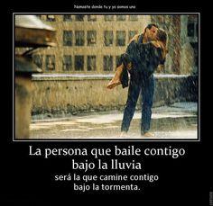 La persona que baile contigo bajo la lluvia...