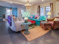 (near center) in Wellfleet, US. House, 4 Bedrooms, 3 Baths, (Sleeps 10)  Antique charm meets modern convenience at this beautiful Wellfleet vacation home, where you'll enjoy a private garden, a front porch with views of Duck Creek, and easy access to Cape Cod's many restaurants,...