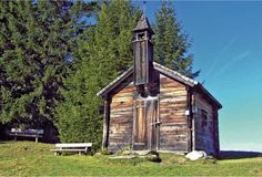 Ausblicke über Gastein: Drei-Waller-Kapelle Gazebo, Medieval, Mountain, Outdoor Structures, Cabin, House Styles, Life, Gap Year, River