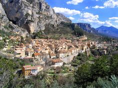 Moustiers-Sainte-Marie village seen from Above. Alpes-de-Haute-Provence, France) by Nepomuk@ Wikimedia Commons. Cool Places To Visit, Places To Go, Moustiers Sainte Marie, Provence France, Beaux Villages, South Of France, France Travel, Alps, Luxury Travel