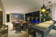 Área de lazer com piscina que adentra a área gourmet!