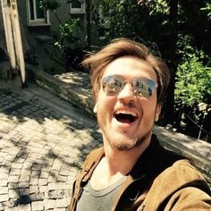 Aras Bulut Iynemli Selfy Turkish Men, Turkish Actors, Smile Pictures, Love You Baby, Tv Commercials, Beautiful Smile, Biography, Tv Series, Mirrored Sunglasses
