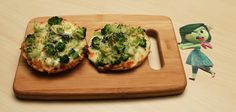 Prove to your children just how yummy broccoli can be with this easy-to-make homemade pizza recipe inspired by Disgust from Inside Out! Disney Inspired Food, Disney Food, Disney Ideas, Disney Pixar, Disney Magic, Pixar Inside Out, Disney Desserts, Disney Recipes, Broccoli Pizza