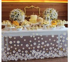 41 Ideas For Baby Shower Cake Table Tulle Shower Party, Baby Shower Parties, Bridal Shower, Candy Table, Candy Buffet, Daisy Party, Festa Party, Party Fun, Party Decoration