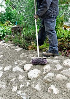 Tee itse rinteen kiveys | Meillä kotona Dream Garden, Garden Art, Garden Tools, Garden Ideas, Solar Powered Fountain Pump, Garden Archway, Solid Wood Shelves, Sloped Garden, Tool Sheds
