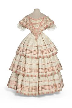 Dress in two parts, France, 1855-1858. Les Arts Décoratifs