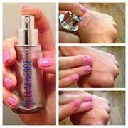 Luminesce serum op de handen tegen rimpels en pigmentvlekken. www.littlemissb.jeunesseglobal.com