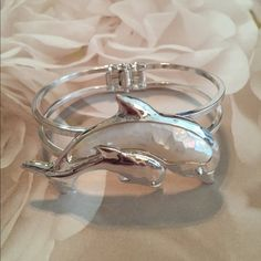 Silver Plated Twin Dolphin Bracelet For all the Dolphin Lovers!!! Beautiful twin silver and mother of pearl Dolphins hanged bracelet !! Jewelry Bracelets