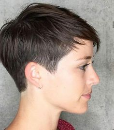 25 Best and Cute Pixie Cuts Pixie is an answer for a contemporary woman in a hurry. Here are short pixie haircuts and pick another hot adaptation to invigorate your look this season Women Pixie Haircut, Haircut For Thick Hair, Cute Hairstyles For Short Hair, Short Hair Cuts For Women, Pixie Hairstyles, Curly Hair Styles, Pixie Bangs, Wavy Pixie, Haircut Short