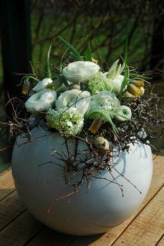 spring arrangement - Frühlingsgesteck