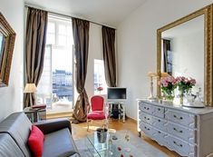 A new listed one bedroom COQUELICOT, ideally located on Ile Saint Louis, with a view on the river: book now!!