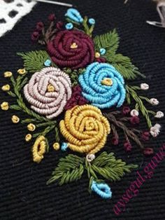 Hand Embroidery Projects, Mexican Embroidery, Embroidery Flowers Pattern, Embroidery Works, Creative Embroidery, Hand Embroidery Patterns, Embroidery Techniques, Floral Embroidery, Beaded Embroidery