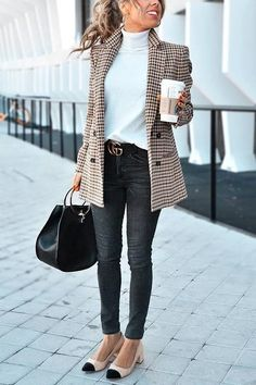 31 Winter Business Outfits To Be The Fashionable Woman In Your Office ou. - 31 Winter Business Outfits To Be The Fashionable Woman In Your Office outfits women casual - Classy Work Outfits, Work Casual, Casual Chic, Chic Chic, Work Chic, Preppy Work Outfit, Outfit Office, Young Work Outfit, Classic Fashion Outfits