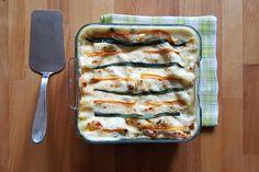 Le lasagne bianche alla besciamella sono un primo piatto perfetto per chi non vuole rinunciare ad uno dei piatti tipici dei pranzi in famiglia, ma che guarda anche alla leggerezza ed al suo consumo durante i mesi più caldi