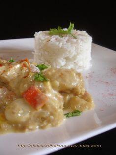 Le colombo est un plat typique des Antilles notamment lorsqu'il est réalisé avec du poisson comme dans cette recette, à base de filet de cabillaud, tomate, pommes de terre, maïs, et bien sûr d'épices à colombo (mélange de paprika, cumin, coriandre, muscade,...