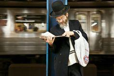 Un tumblr dédié aux gens qui lisent dans le métro de NYC!