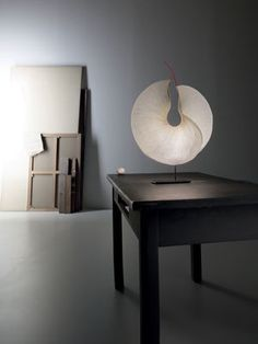 The Yoruba Rose LED Table Lamp has been designed by the team at Ingo Maurer, and will be a superb centrepiece for tables across homes or offices.Maurer is one o Lighting Concepts, Lighting Design, Milan Design Week 2017, 2017 Design, Blitz Design, Led Wand, Ingo Maurer, Lumiere Led, Table Design