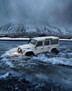 Defender is coming… one of the best suv – offroad Defender 90, Land Rover Defender 110, Landrover Defender, Hors Route, Best Suv, Offroader, Mustang, Jeep Rubicon, Expedition Vehicle
