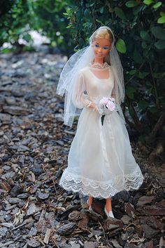 """Another Beautiful Bride Barbie in GUAG#7176 (1976-77) """"Satiny Sweet Spring Bride"""""""