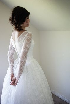 alice  vintage  1950s  wedding dress  - love the lace and cut of this dress