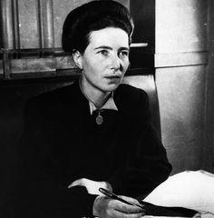 IlPost - Simone de Beauvoir - La scrittrice francese nel 1947. (Hulton Archive/Getty Images)